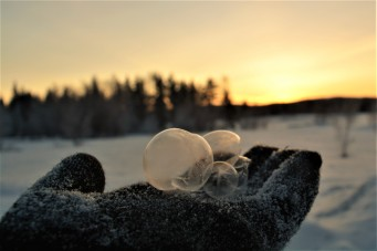 picking-up-frozen-bubbles